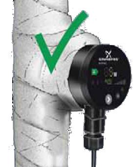 Izolacja termiczna pompy obiegowej wełną mineralną i bandażem